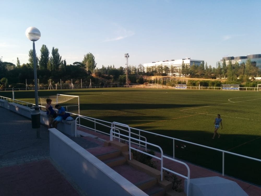 Centro deportivo municipal luis aragon s clubs for Piscina hortaleza