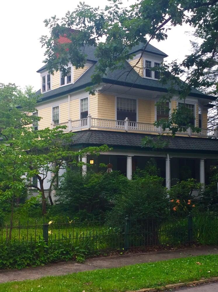 Warfield House Bed & Breakfast: 318 Buffalo St, Elkins, WV