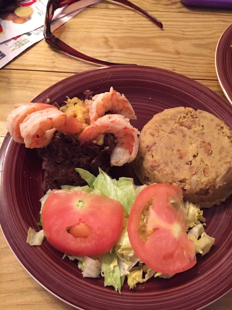 Café Chris & Yos: Av. Magnolia P-9, Bayamón, PR