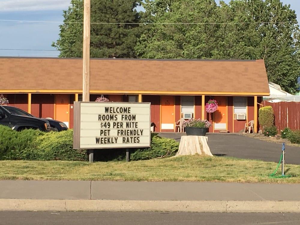 Essex Motel: 1216 N Main St, Alturas, CA