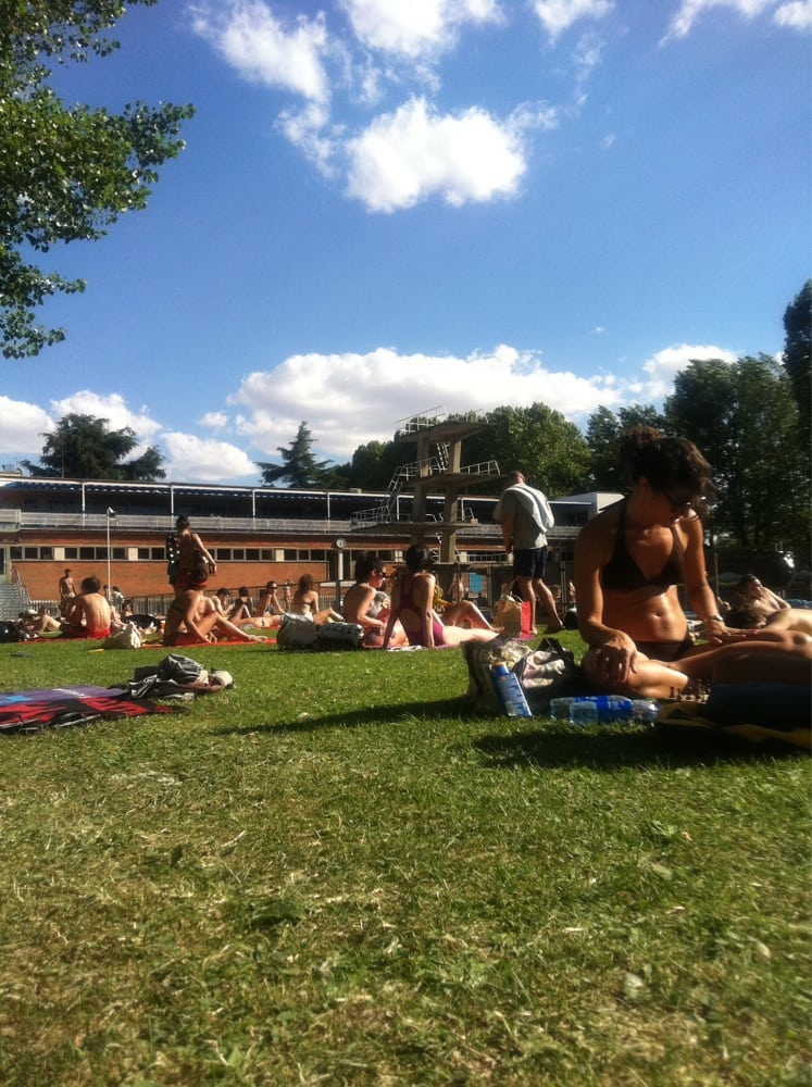 Piscina de verano de la complutense zwembaden calle for Piscina ciudad universitaria