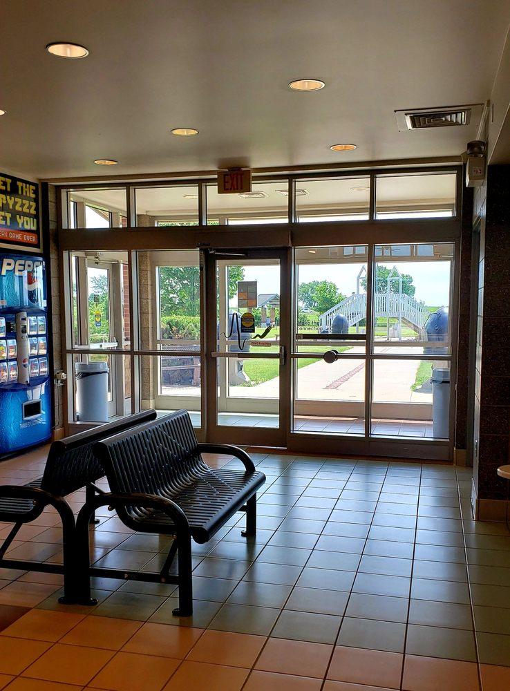 Dows Rest Area: 100th St, Dows, IA