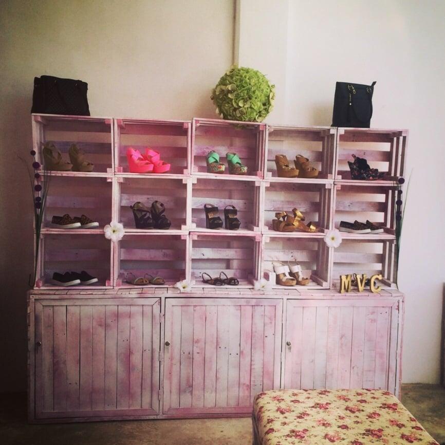 Mobiliario para negocios elaborados con madera de pallets reciclados