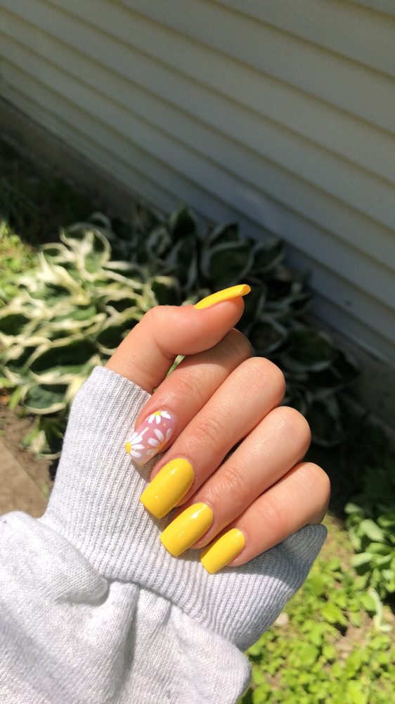 Lovely Nails: 707 Taft Ave, Endicott, NY