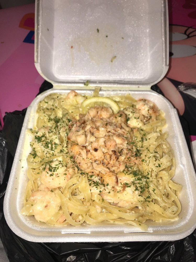 Fosters Crabs & Pasta: 274 Senoia Rd, Fairburn, GA