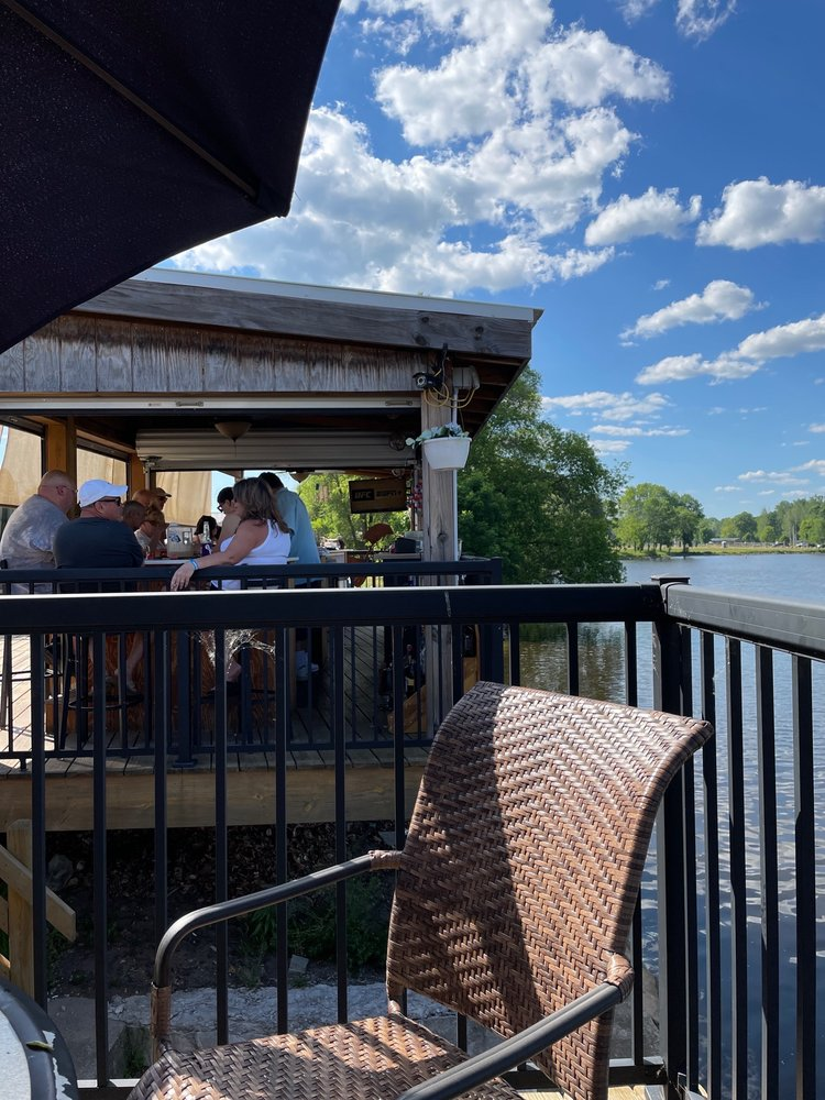 Wiseguys Riverside Bar: 106 Smith Ave, Oconto, WI