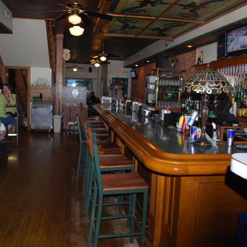 Mcgeadys town pub 26 foto 39 s 25 reviews amerikaans for Cuisine 1300 monroe mi