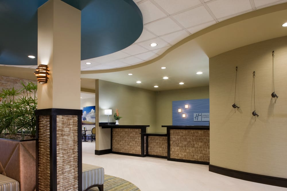 Holiday Inn Express & Suites Waycross: 1761 Memorial Dr, Waycross, GA