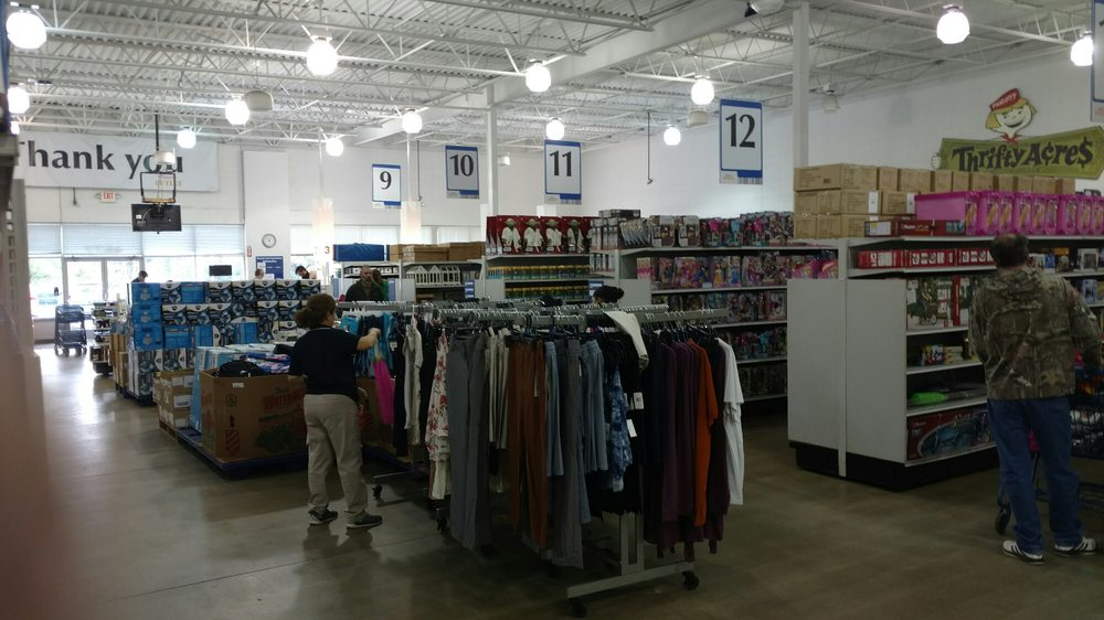 Meijer Thrifty Outlet: 4677 Alpine Ave NW, Comstock Park, MI