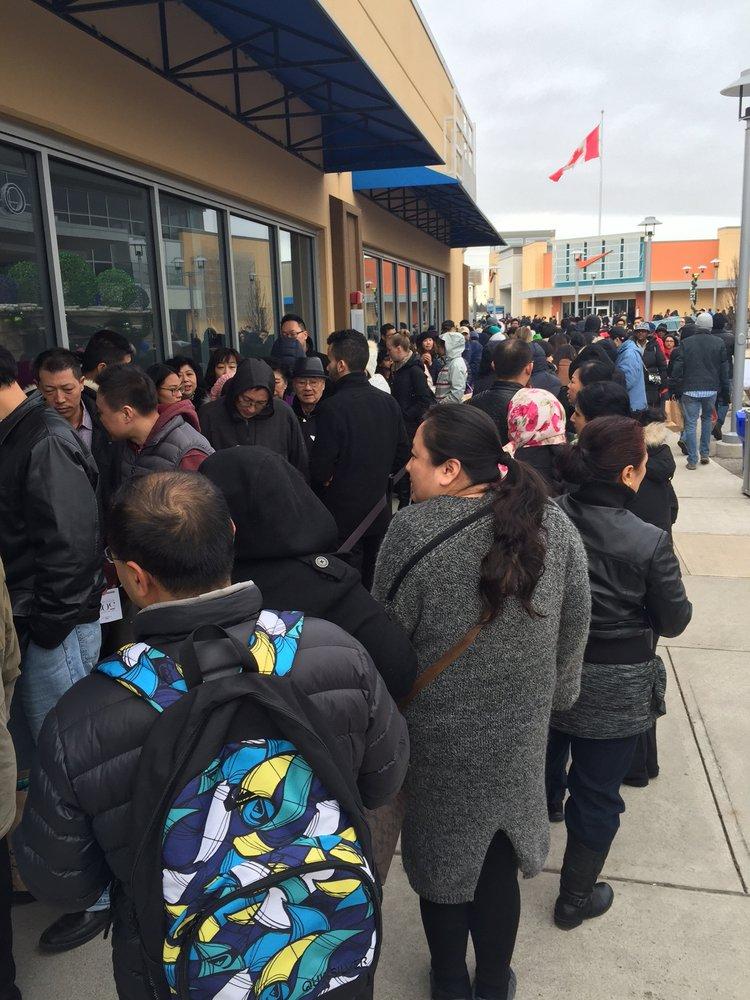 ce642385e0db Toronto Premium Outlets - 119 Photos   166 Reviews - Outlet Stores - 13850  Steeles Avenue W