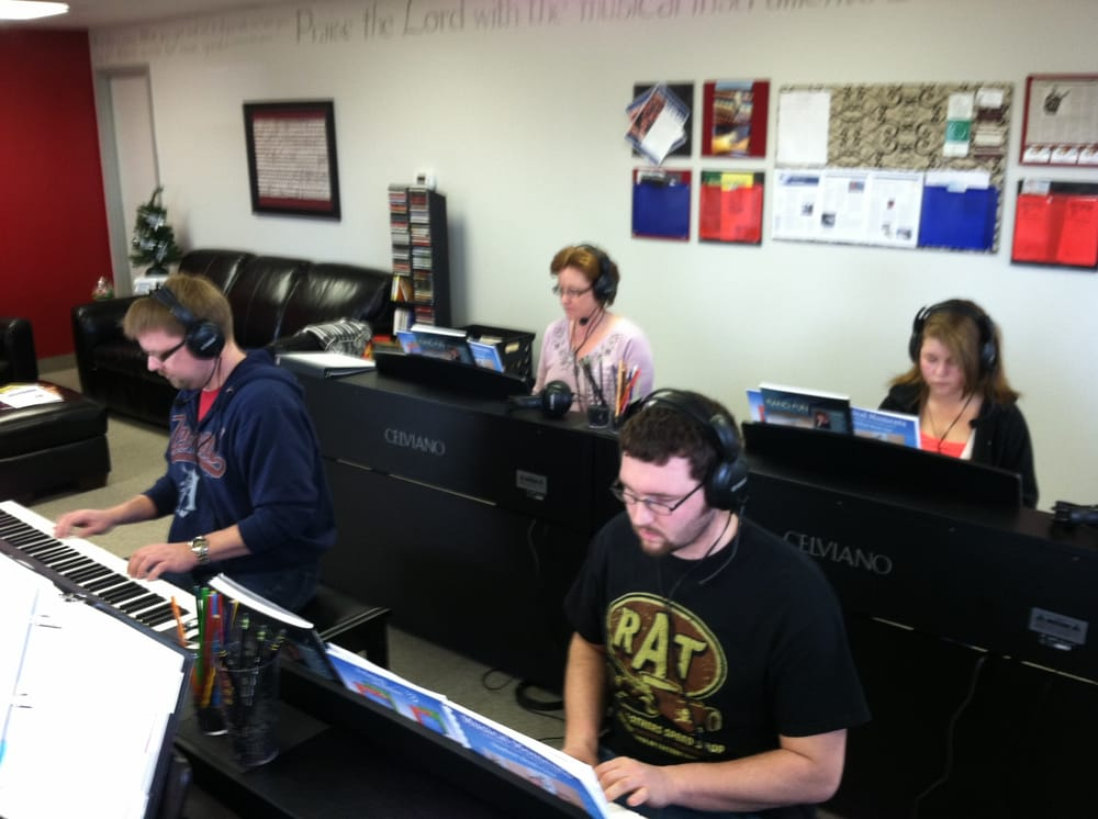 Studio 88: 122 Lamar St, Bluffton, IN