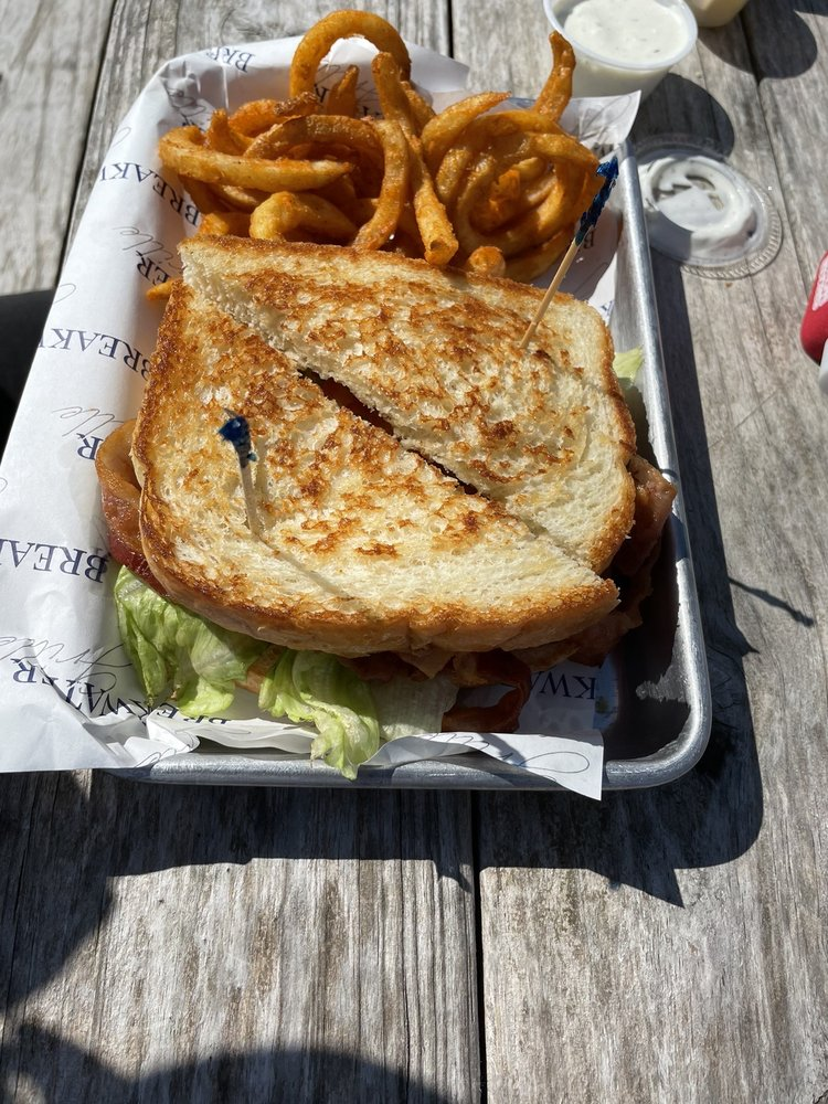 Breakwater Grill: 13109 Melville Dr, Montgomery, TX