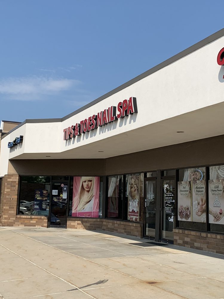 Tips and Toes Nail Salon: 3800 Old Cheney Rd, Lincoln, NE