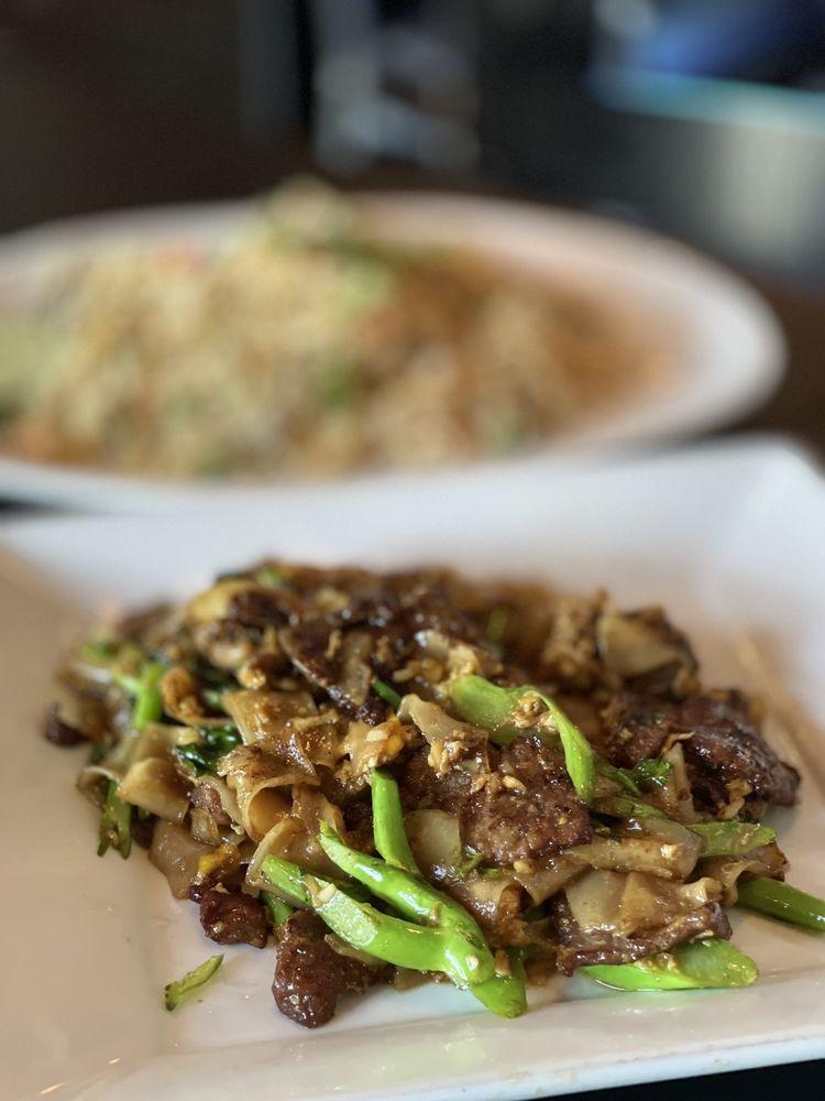 Panvimarn Thai Cuisine: 4101 N Bellflower Blvd, Long Beach, CA