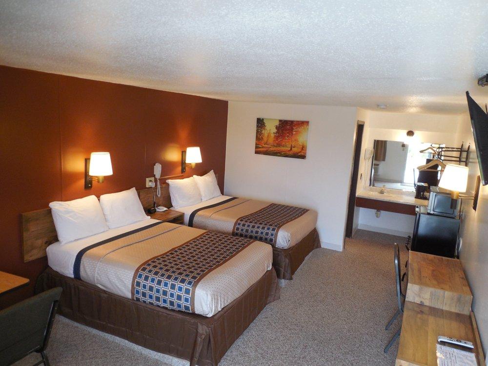 Motel 70: 930 Tree Farm Rd, High Hill, MO
