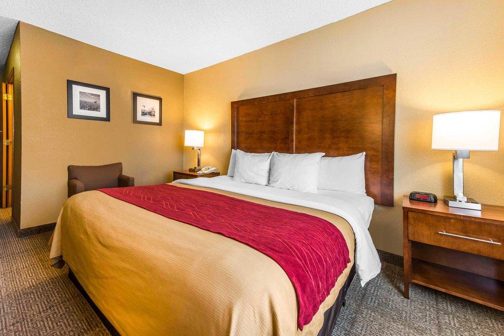 Comfort Inn & Suites North: 1001 E 41st St, Hays, KS