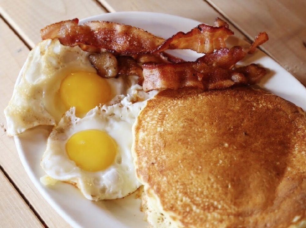Country Junction Restaurant: 913 15th Ave SE, Dyersville, IA
