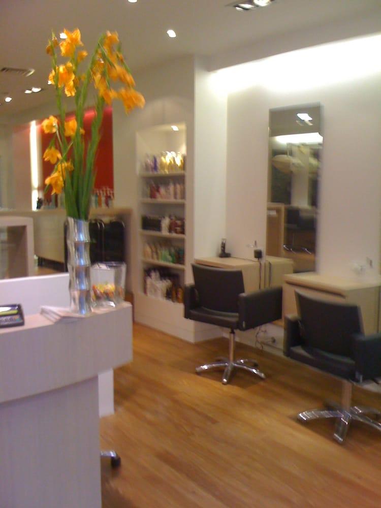 Ines d alexis coiffeurs salons de coiffure 62 rue for Samantha oups au salon de coiffure