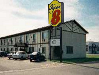 Super 8 by Wyndham West Fargo Main Ave ND: 825 East Main Ave, West Fargo, ND