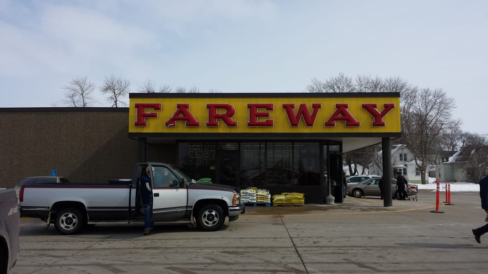 Fareway Stores: 102 2nd St SE, Oelwein, IA