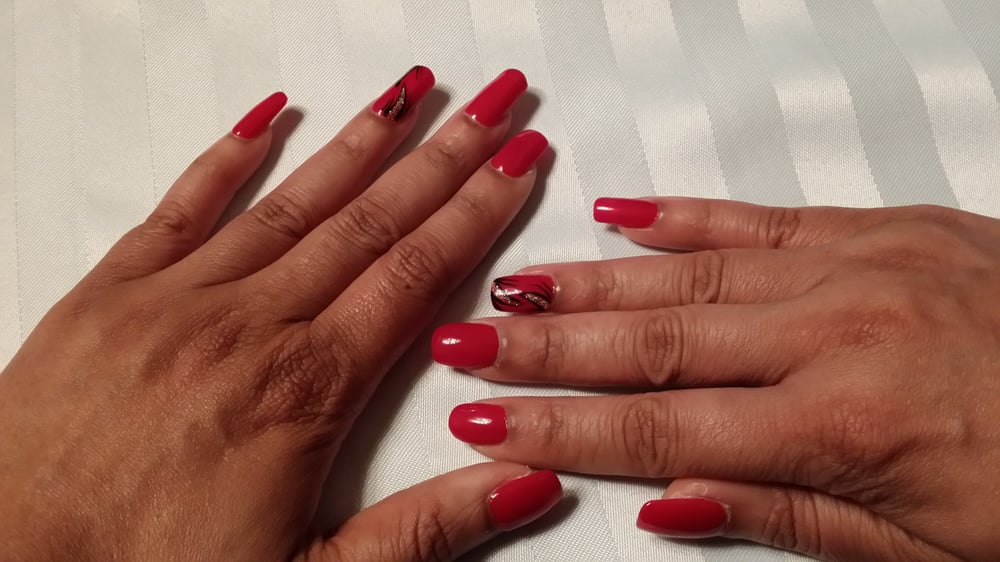 Red #10 black/gold design #40 - left hand gel nails on index and ...