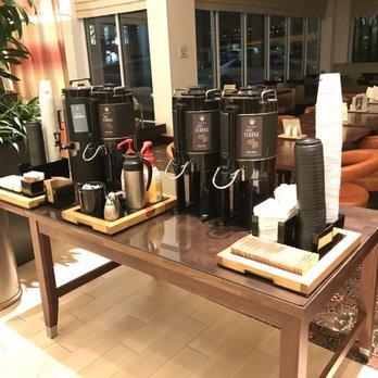 Foto De Hilton Garden Inn Fairfax   Fairfax, VA, Estados Unidos. Starbucks  Coffee