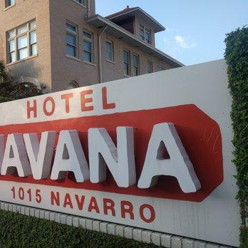 Hotel Havana San Antonio Parking