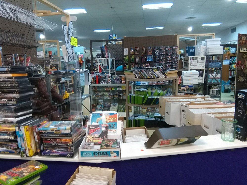 Pen - Mar Antique Market: 11870 Buchanan Trl E, Waynesboro, PA