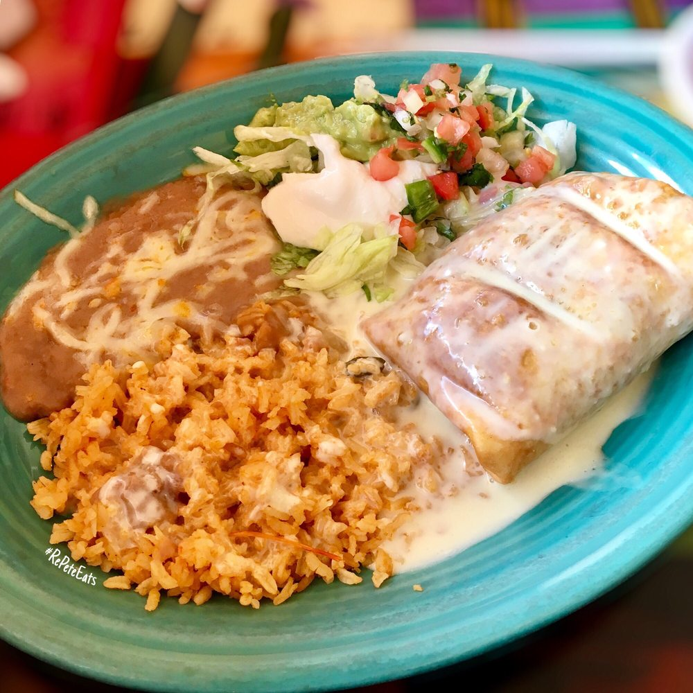 El Tequila Mexican Restaurant & Cantina: 208 W North Water St, New London, WI