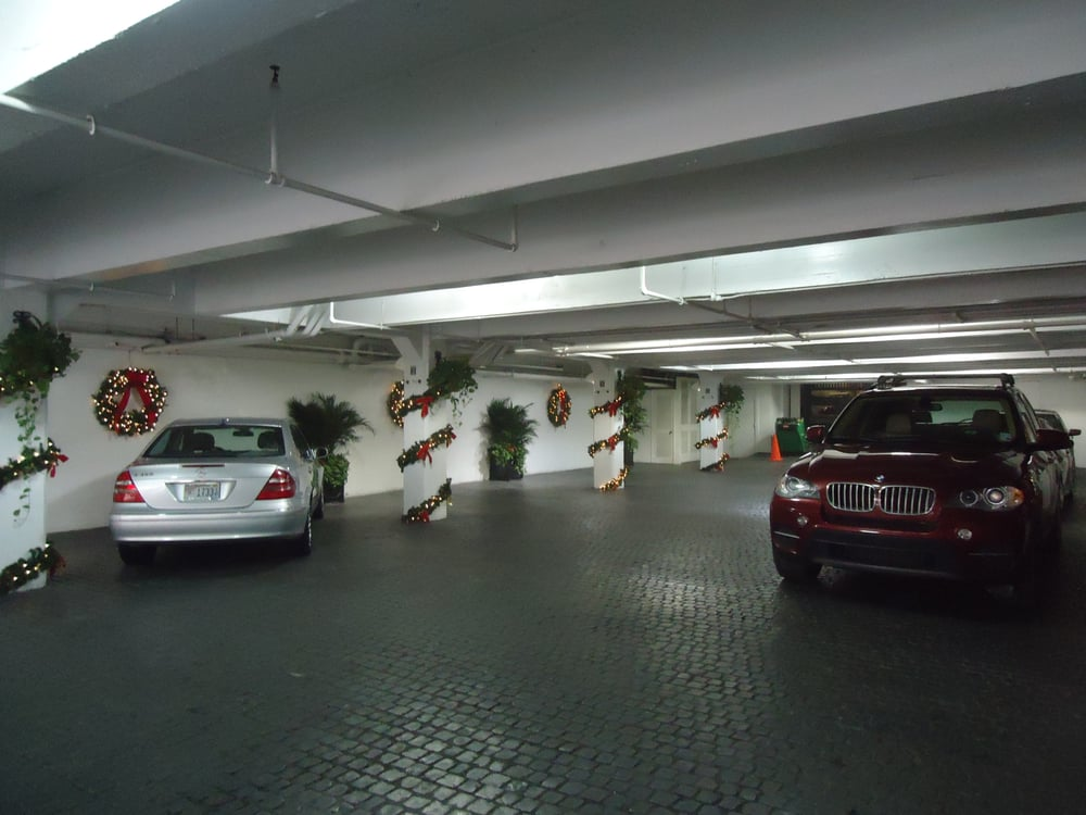Even the hotel garage gets decorated for christmas yelp for Garage ad orleans
