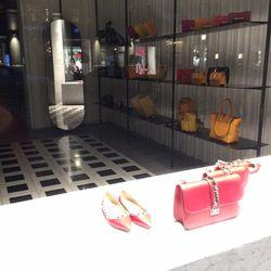 the best attitude 59ff3 73501 Prada - Negozi di scarpe - C. Venezia, 3, Palestro, Milano ...
