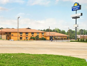 Days Inn & Suites by Wyndham Marshall: 5555 East End Boulevard South, Marshall, TX