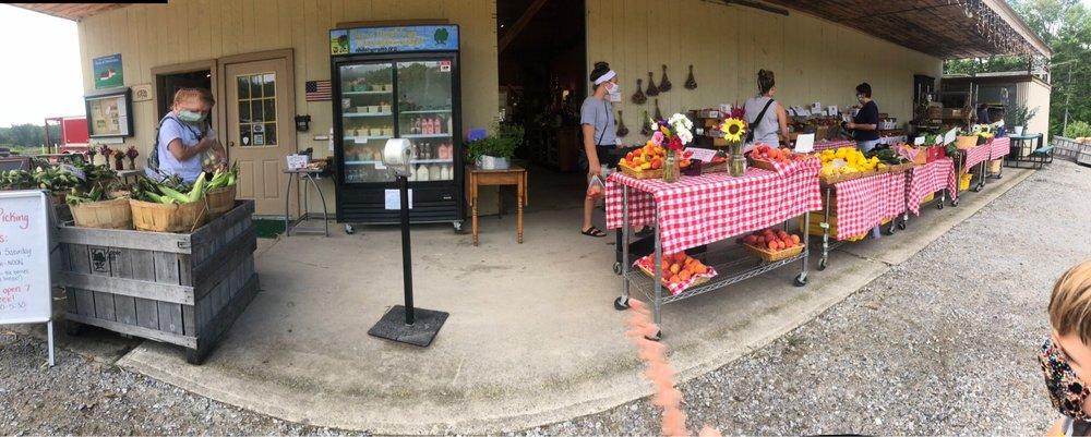 Apple Hill Farm: 580 Mountain Rd, Concord, NH