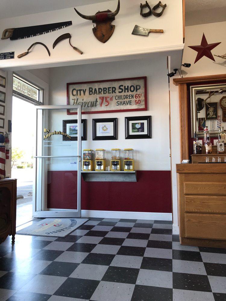 American Classic Barbershop: 4196 River Rd N, Keizer, OR