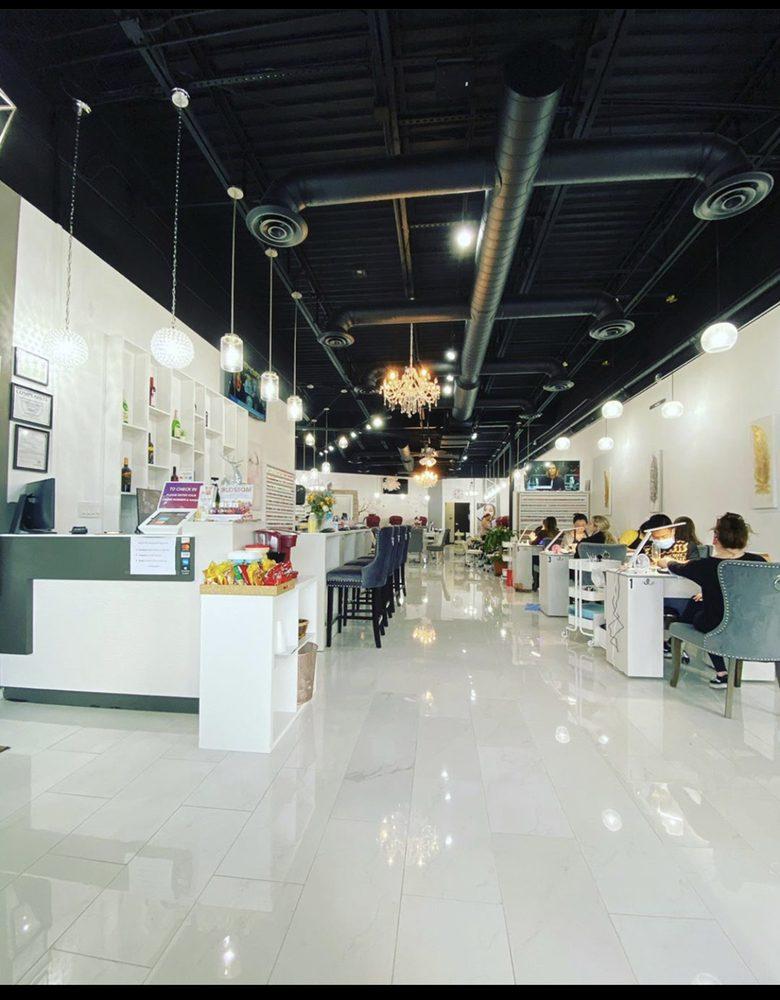 Modern Nails Lounge Spa: 3005 S Lamar Blvd, Austin, TX