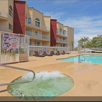 crystal court luxury apartments apartments 900 e desert inn rd