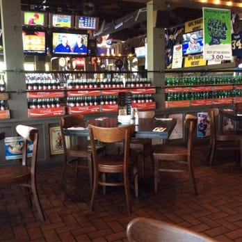 Warehouse Food Drinks Games 12 Photos 48 Reviews Sports Bars