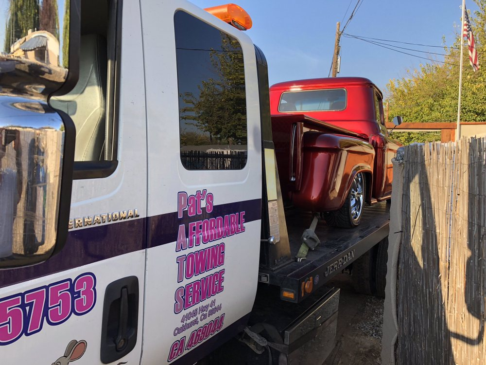 Pat's Affordable Towing Service: 41045 Hwy 41, Oakhurst, CA