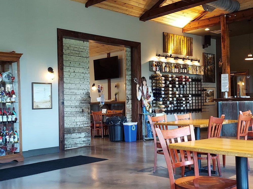 Three Oak Wines: 73505 225th St, Albert Lea, MN