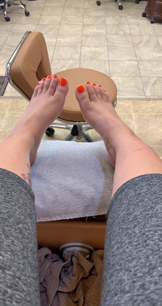 Be Be Nails N Spa: 2307 5th Ave S, Fort Dodge, IA