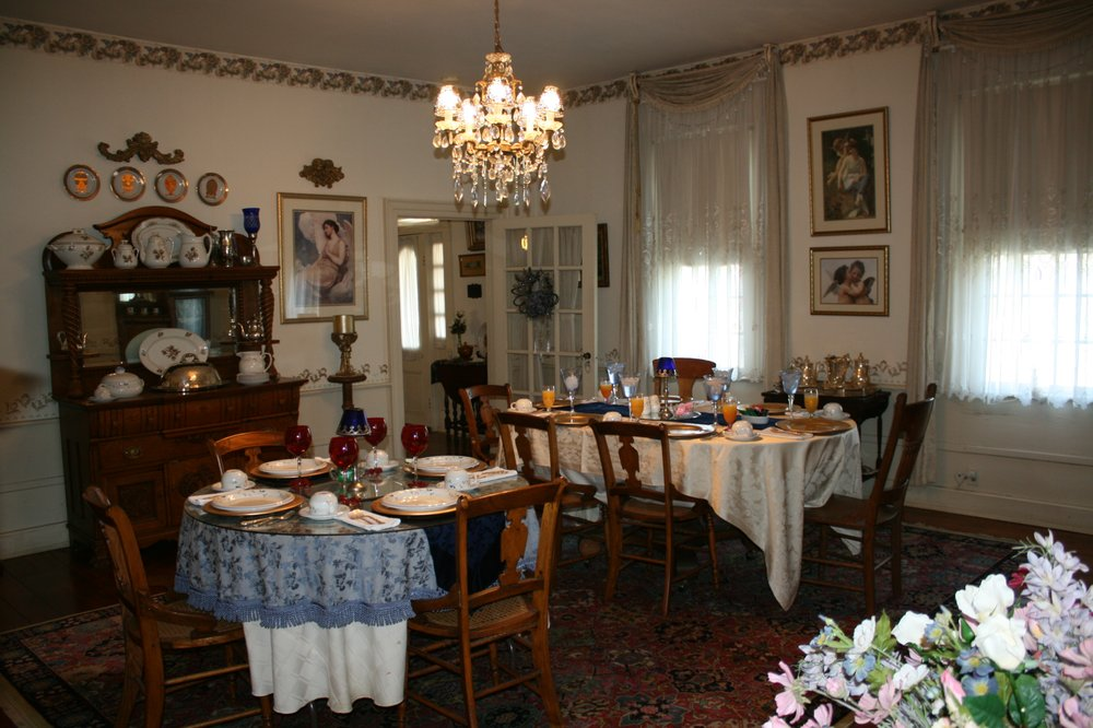 Brunswick Mineral Springs Bed & Breakfast: 14910 Western Mill Rd, Lawrenceville, VA