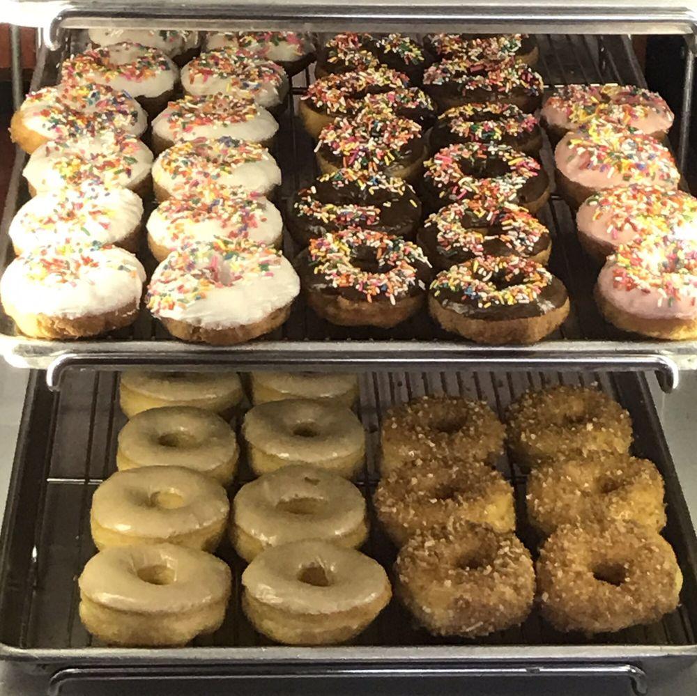 Great Donuts: 115B Alamo Plz, Alamo, CA