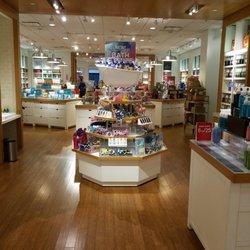 Bath Amp Body Works Closed 15 Reviews Cosmetics