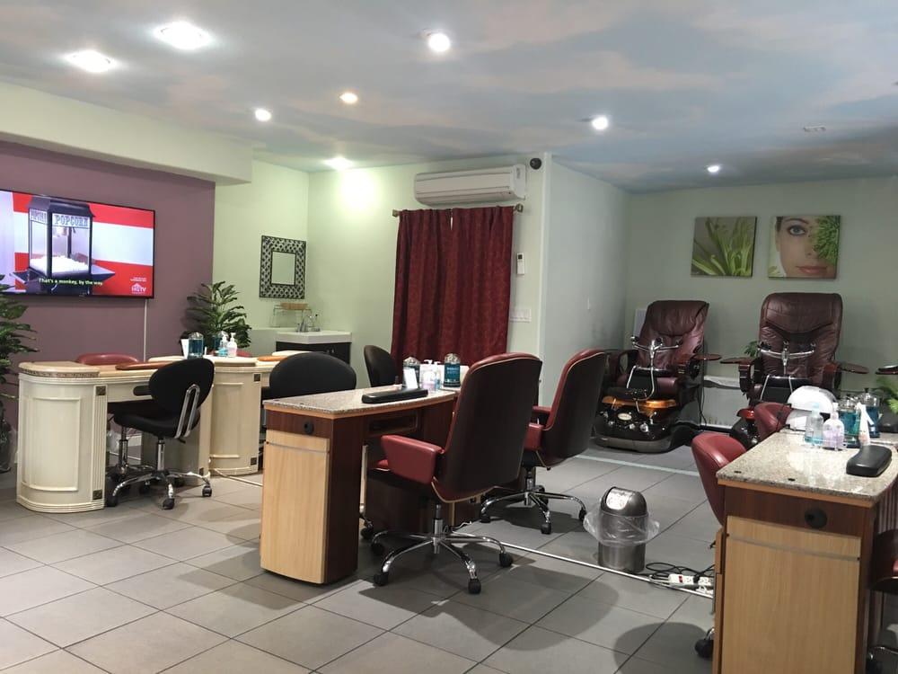 Very clean salon, nice atmosphere! Staff was very friendly