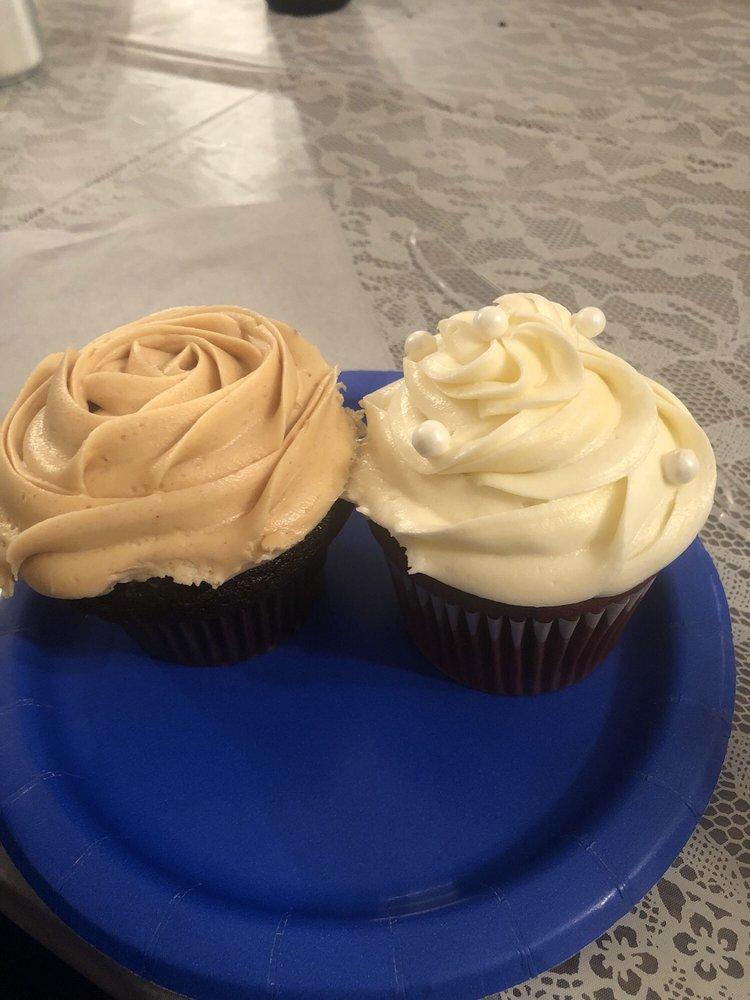 D D's Specialty Bakery & Cafe: 31 Erie Ave, Saint Marys, PA