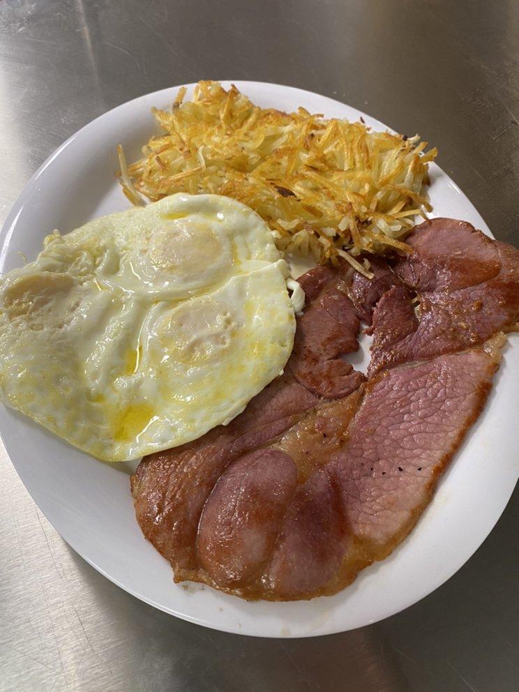 Dolly's Farmhouse Restaurant: 4971 Austell Rd, Austell, GA