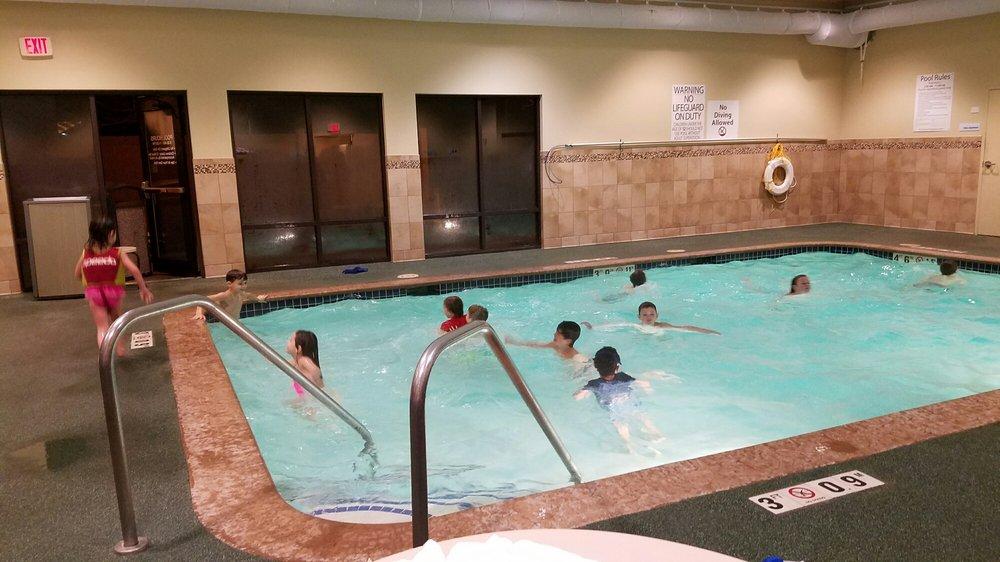 Holiday Inn Express & Suites Cedar Rapids-I-380 @ 33rd Ave: 3320 Southgate Ct SW, Cedar Rapids, IA