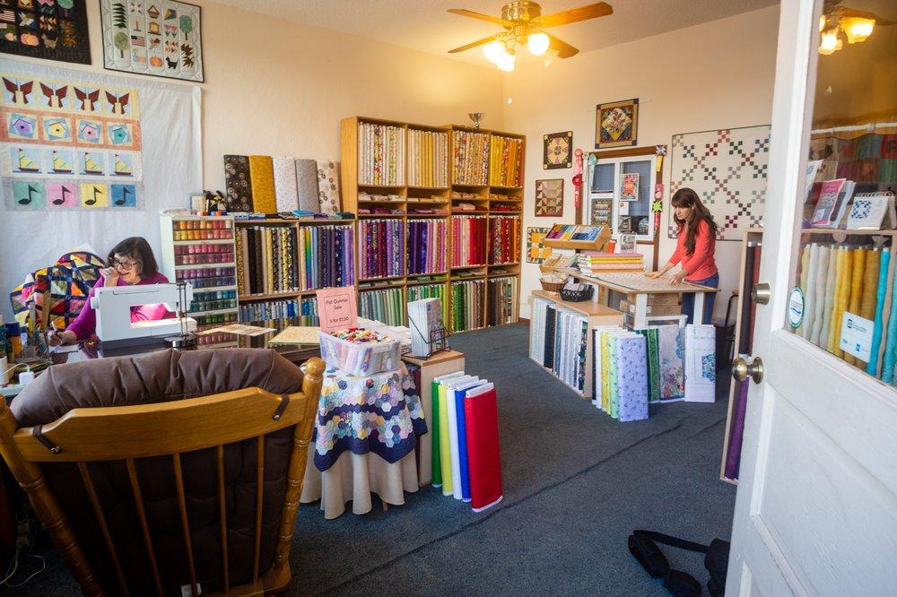 JoQuilter Fabrics: 128 S Riverview St, Bellevue, IA