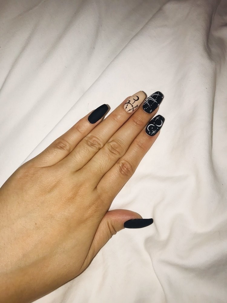 Hollywood Nails & Salon: 4715 Coffee Rd, Bakersfield, CA