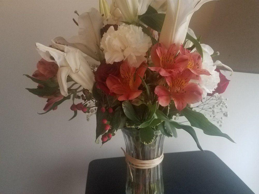 Village Flower Shoppe: 1006 Riverside Blvd, Norfolk, NE